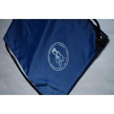 Vak na chrbát s logom Fakulty verejnej správy
